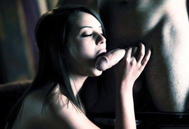 Mulher Dando Prazer ao Namorado