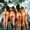 Mulheres Nuas na Rua