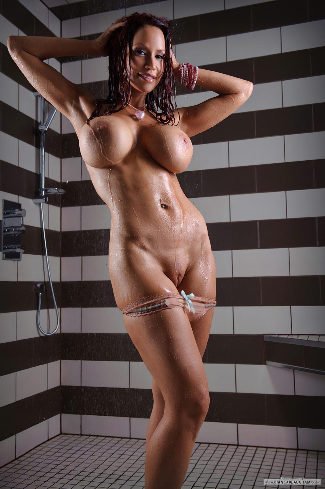 Mulher Nua no Banho