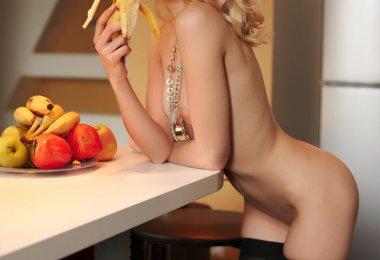Ela Adora Bananas