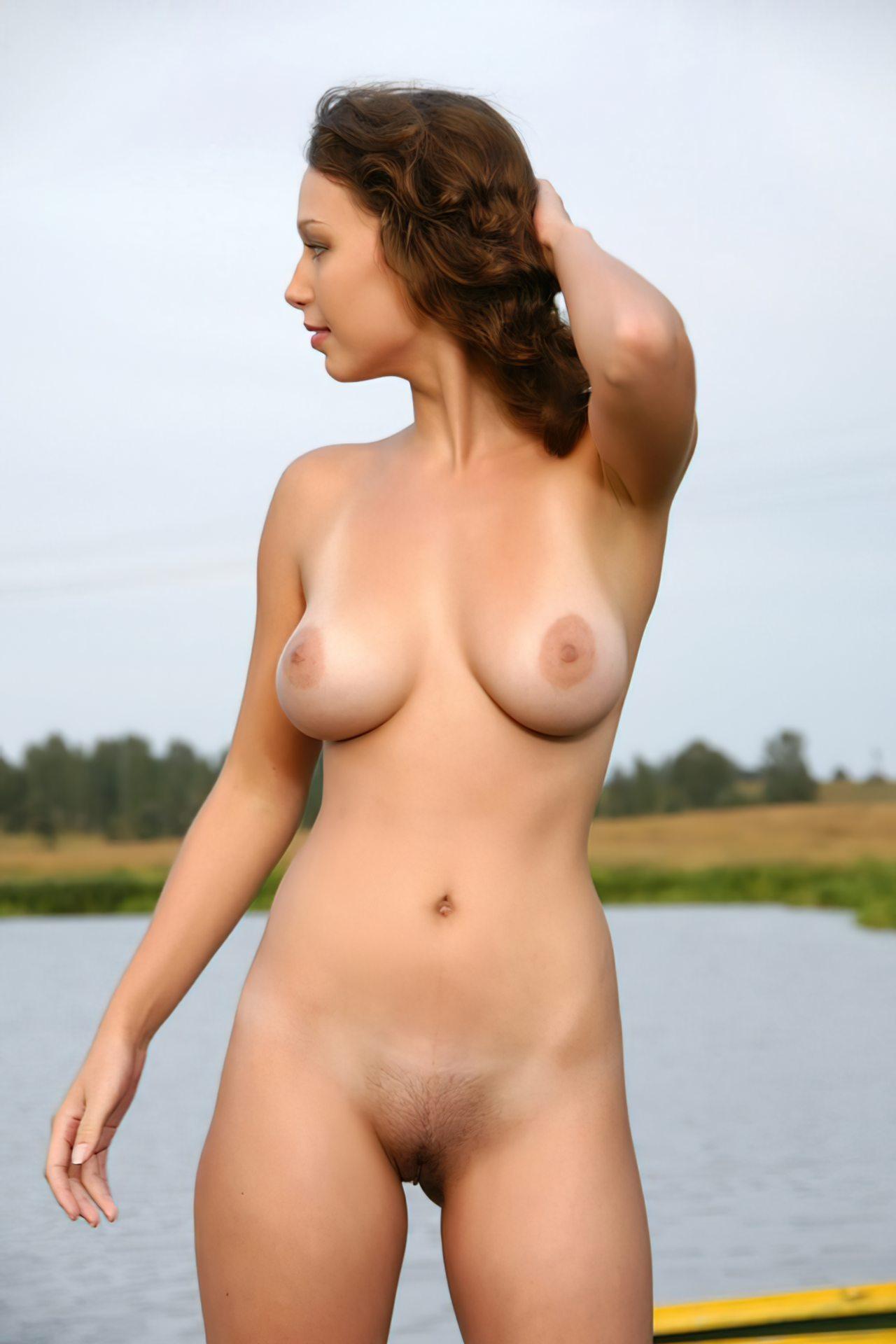 Mulher Pelada no Lago
