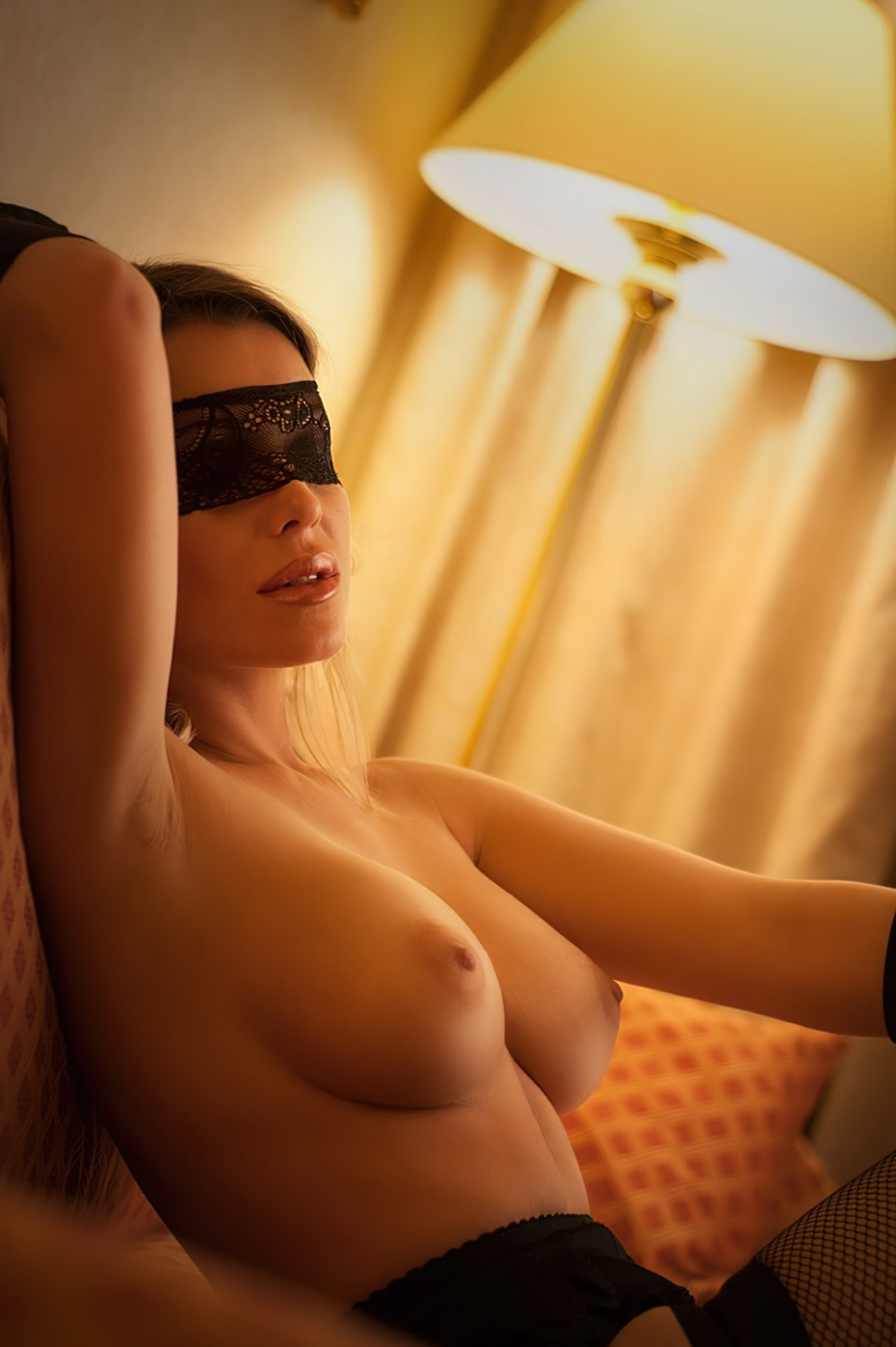 Gata com os Olhos Vendados