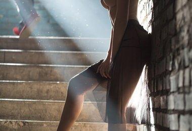 Mulher Nua na Escada