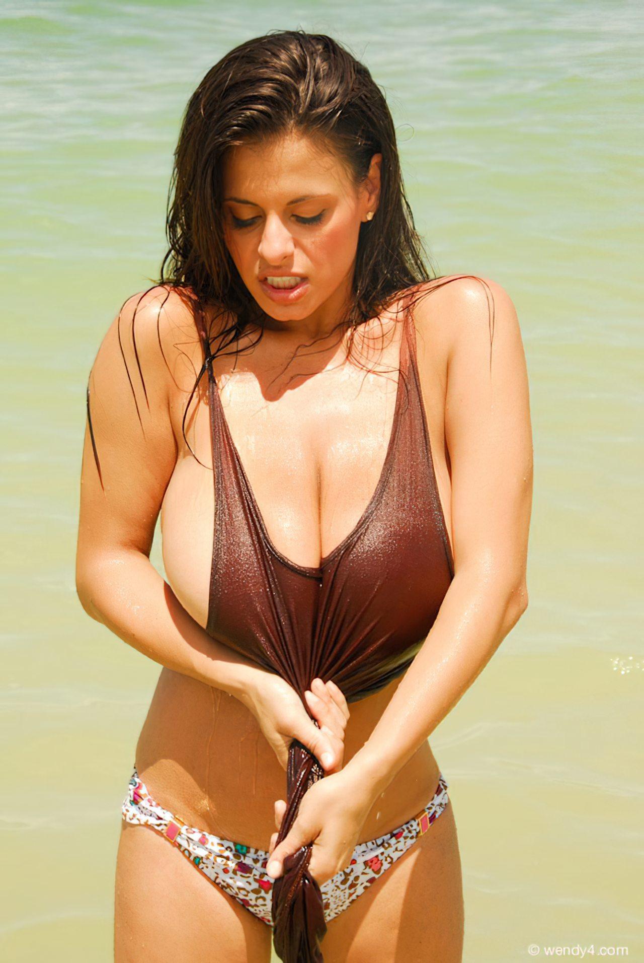 Wendy Fiore (22)