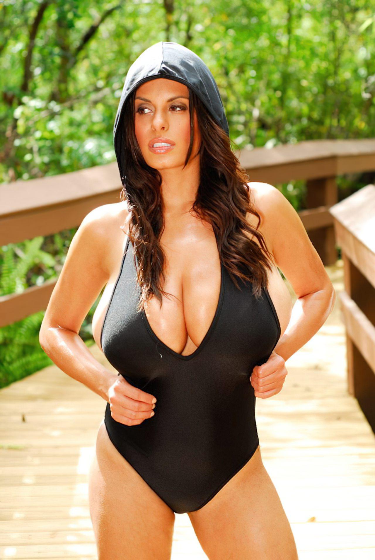 Wendy Fiore (39)