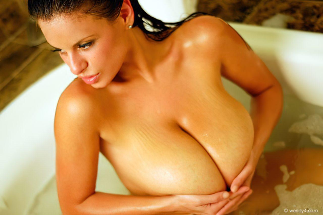 Wendy Fiore (46)
