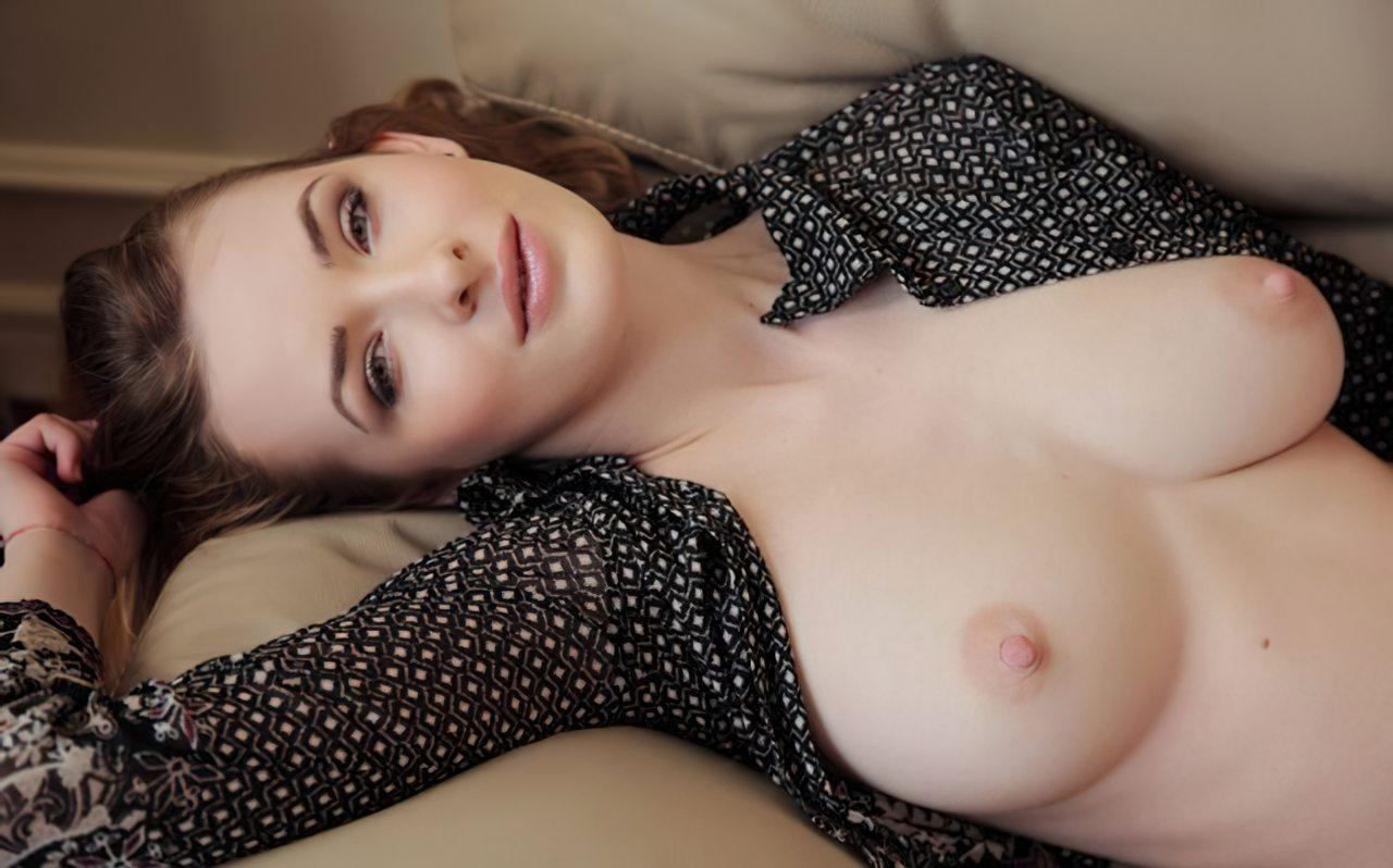 Mulher Bonita em Casa (1)