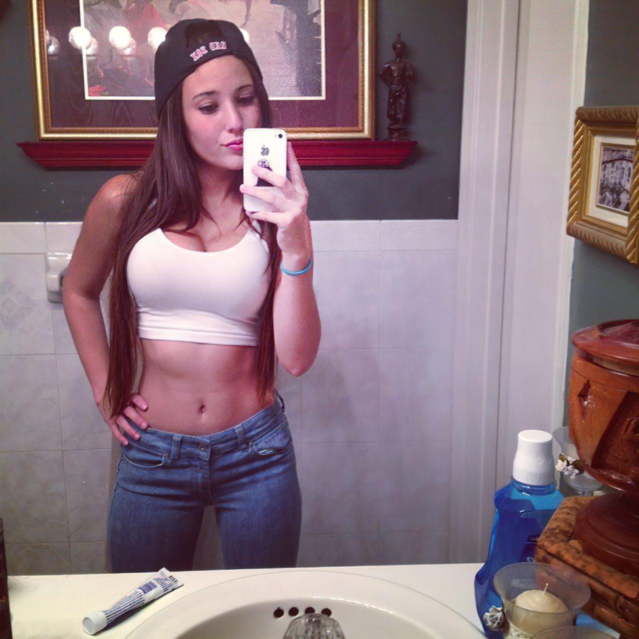 Angie Verona (27)