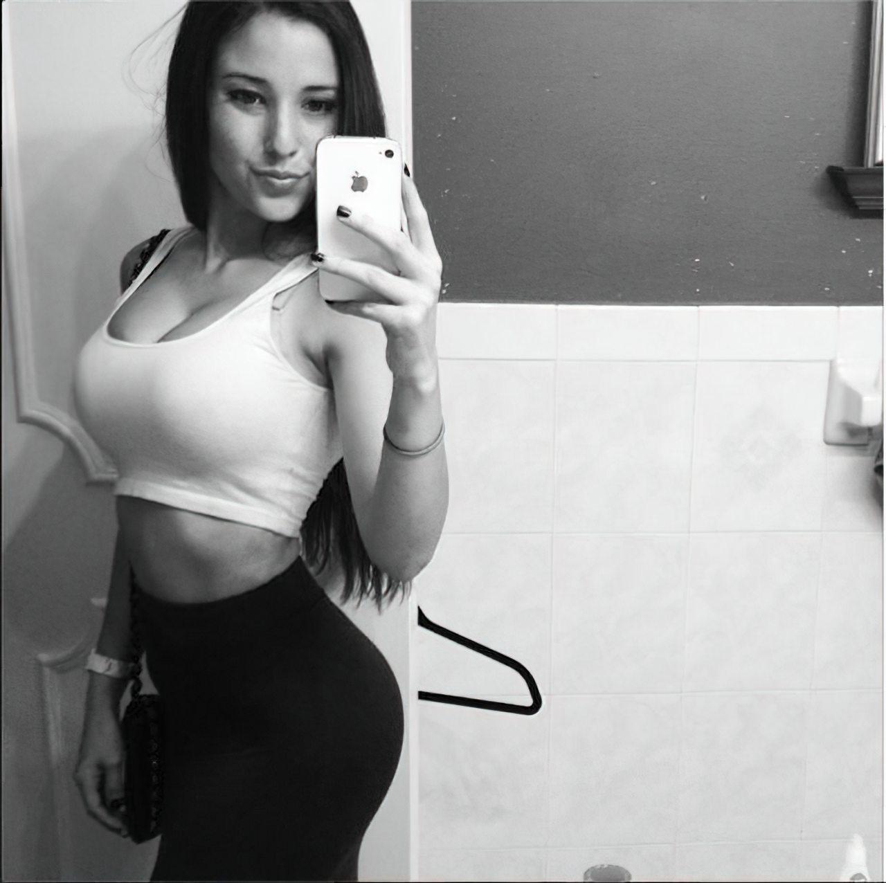 Angie Verona (31)