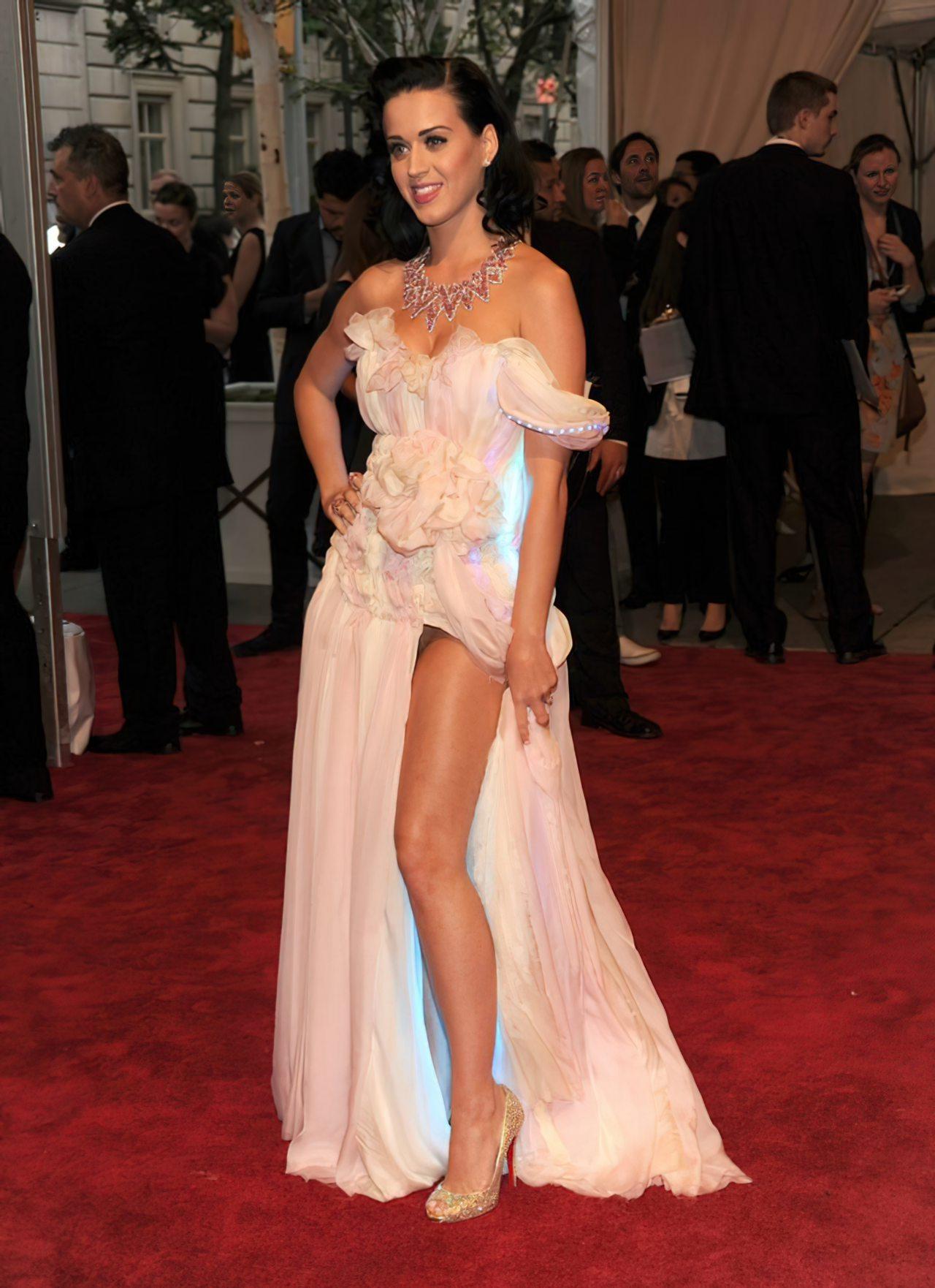 Katy Perry (50)