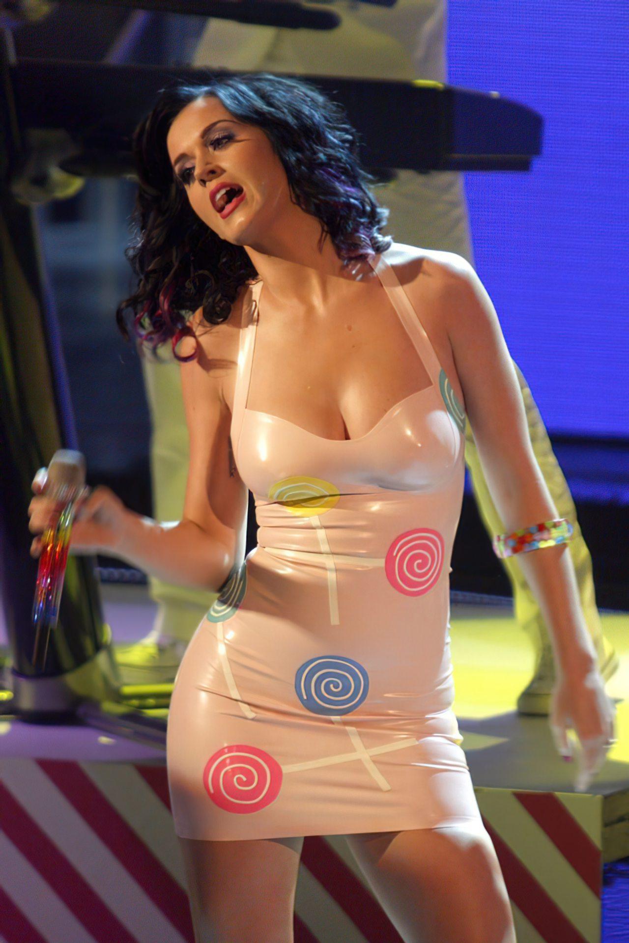 Katy Perry (72)