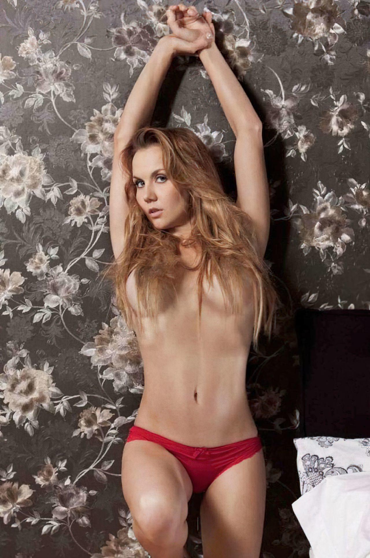 Michelle Vieth (25)