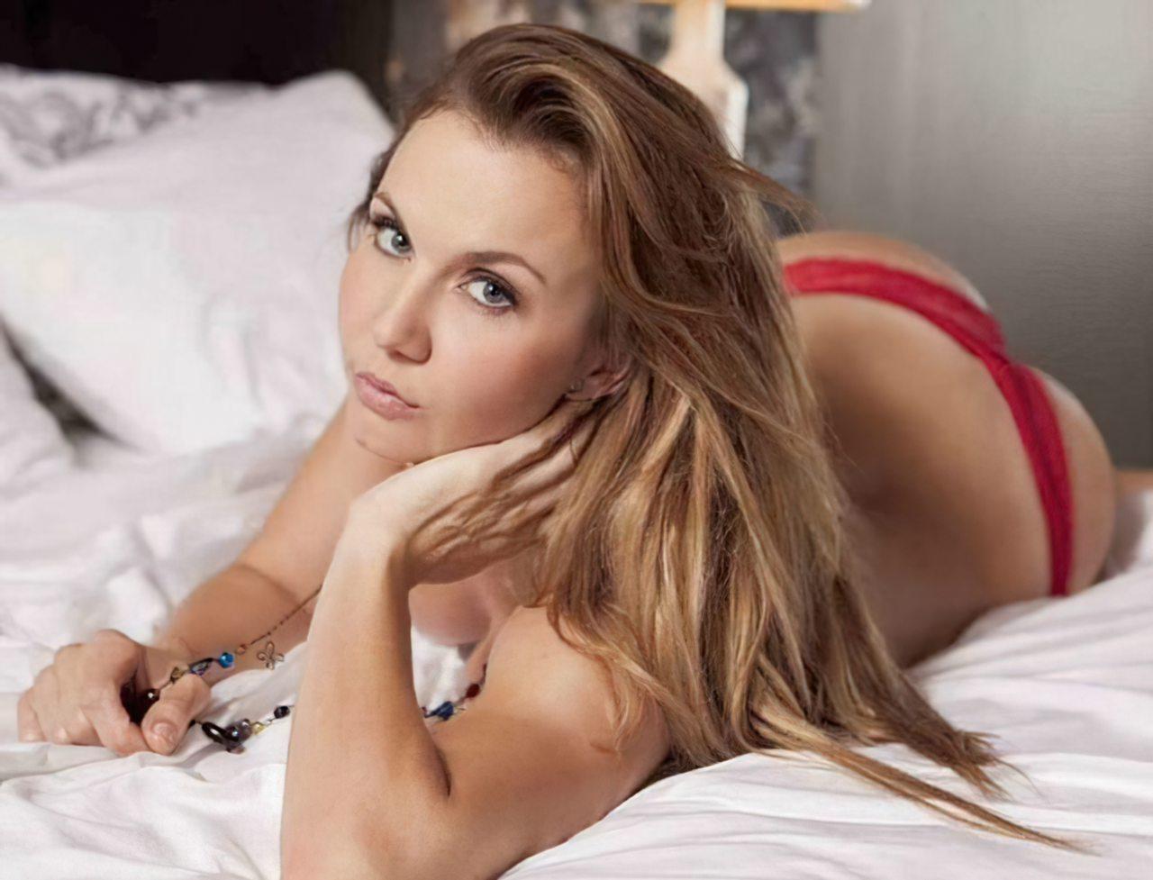 Michelle Vieth (30)
