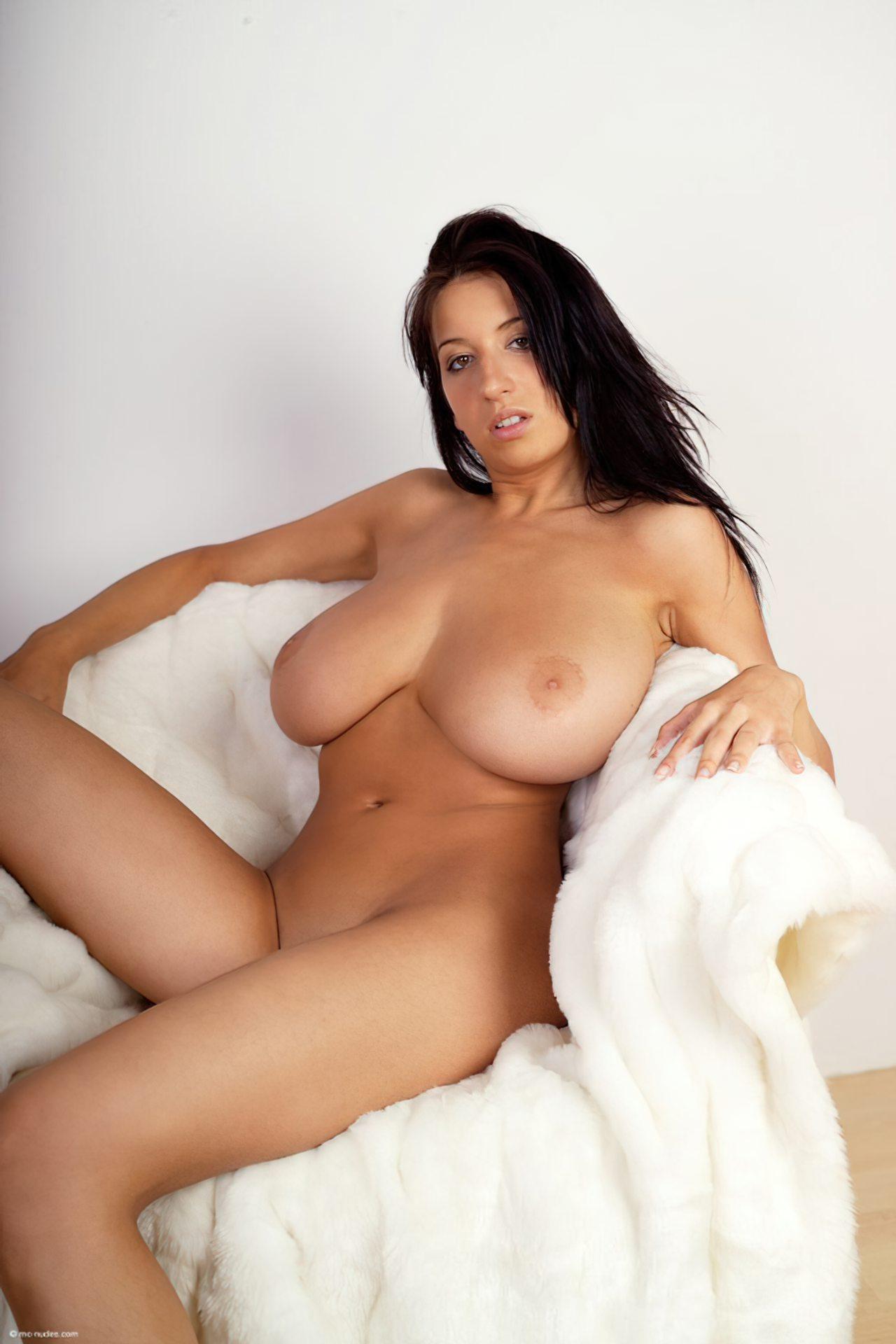 Morena com Peitos Grandes (25)