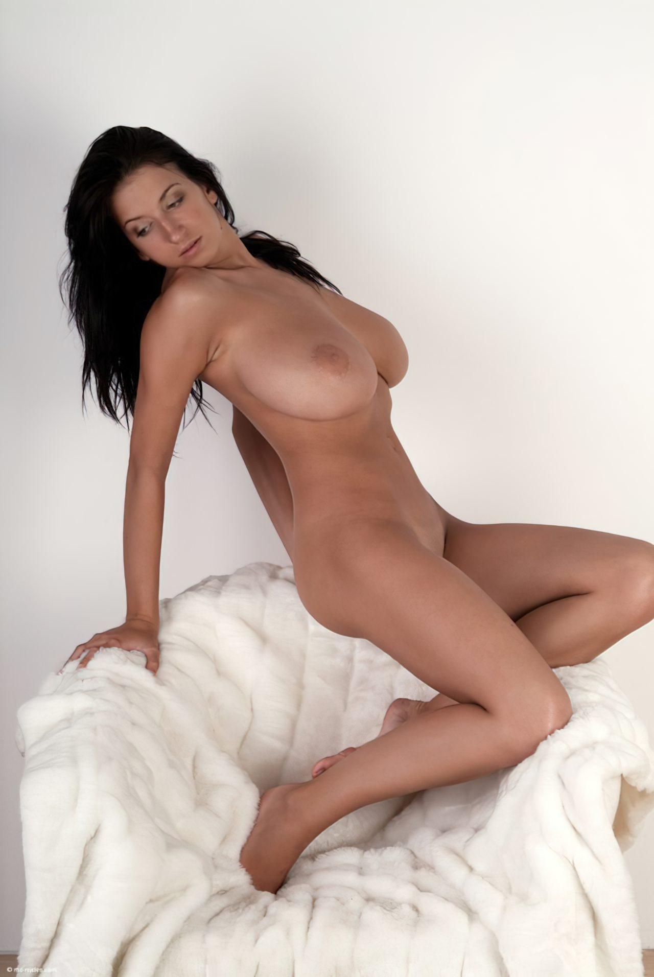Morena com Peitos Grandes (36)
