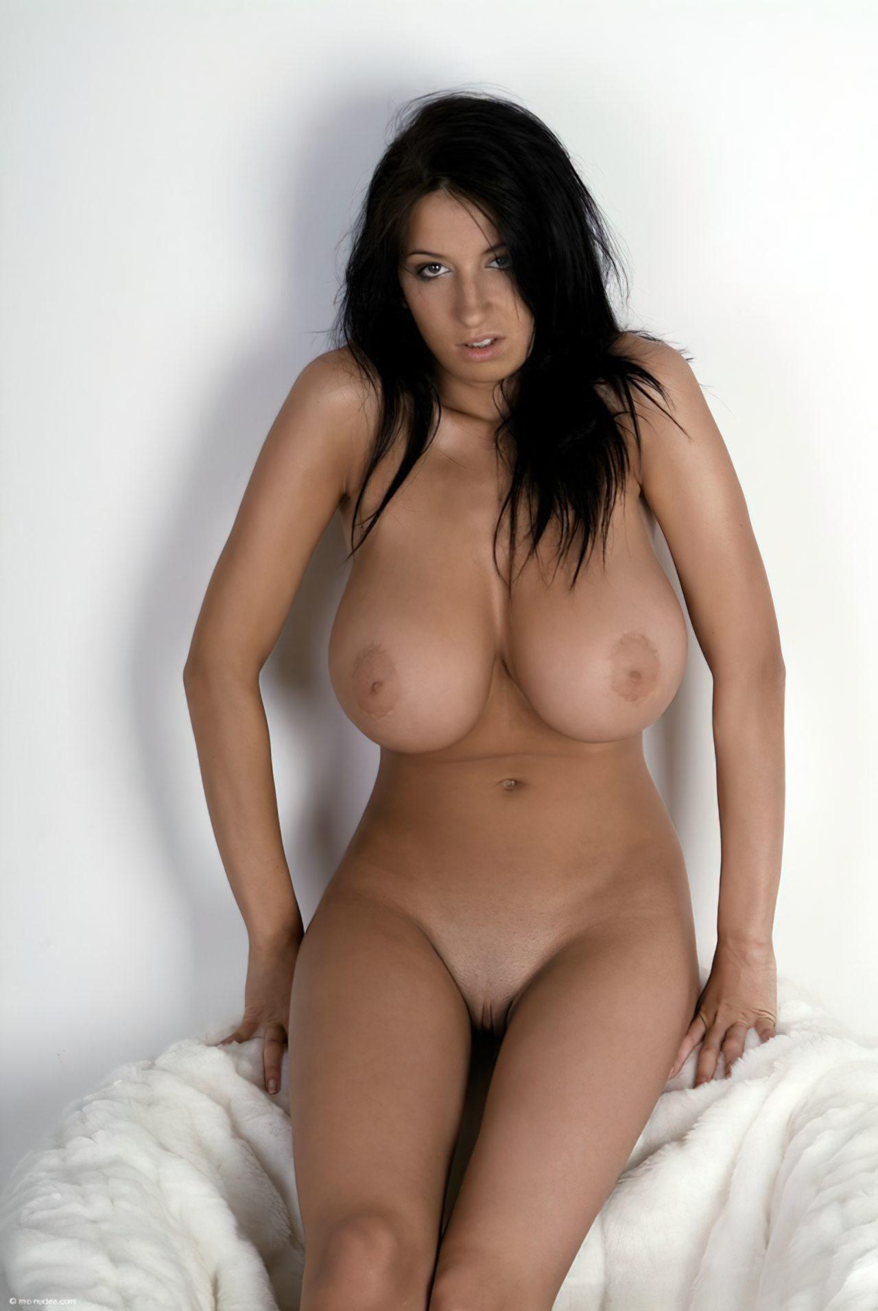 Morena com Peitos Grandes (48)