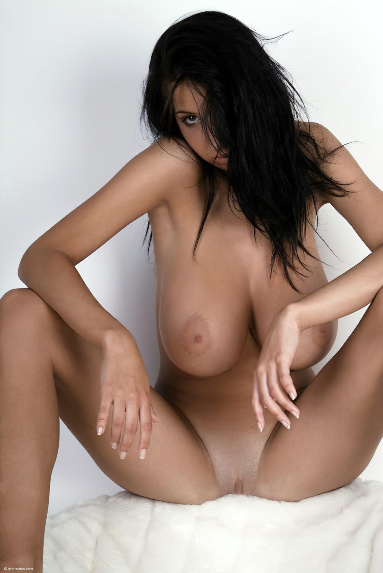 Morena com Peitos Grandes (50)