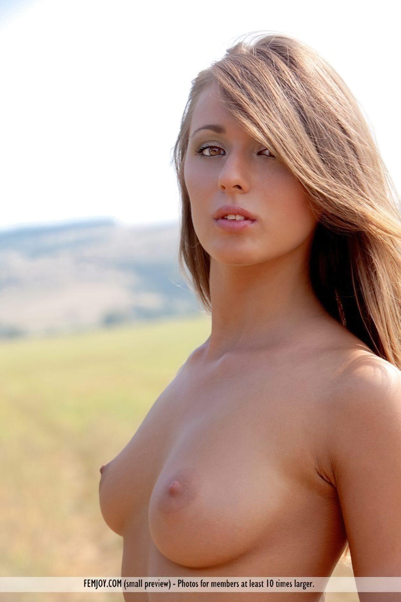 Mulher Nua no Campo (15)