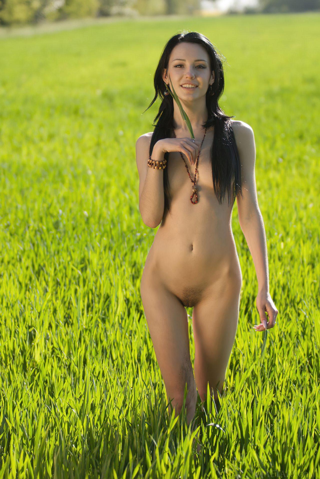 Novinha Nua na Plantação (26)