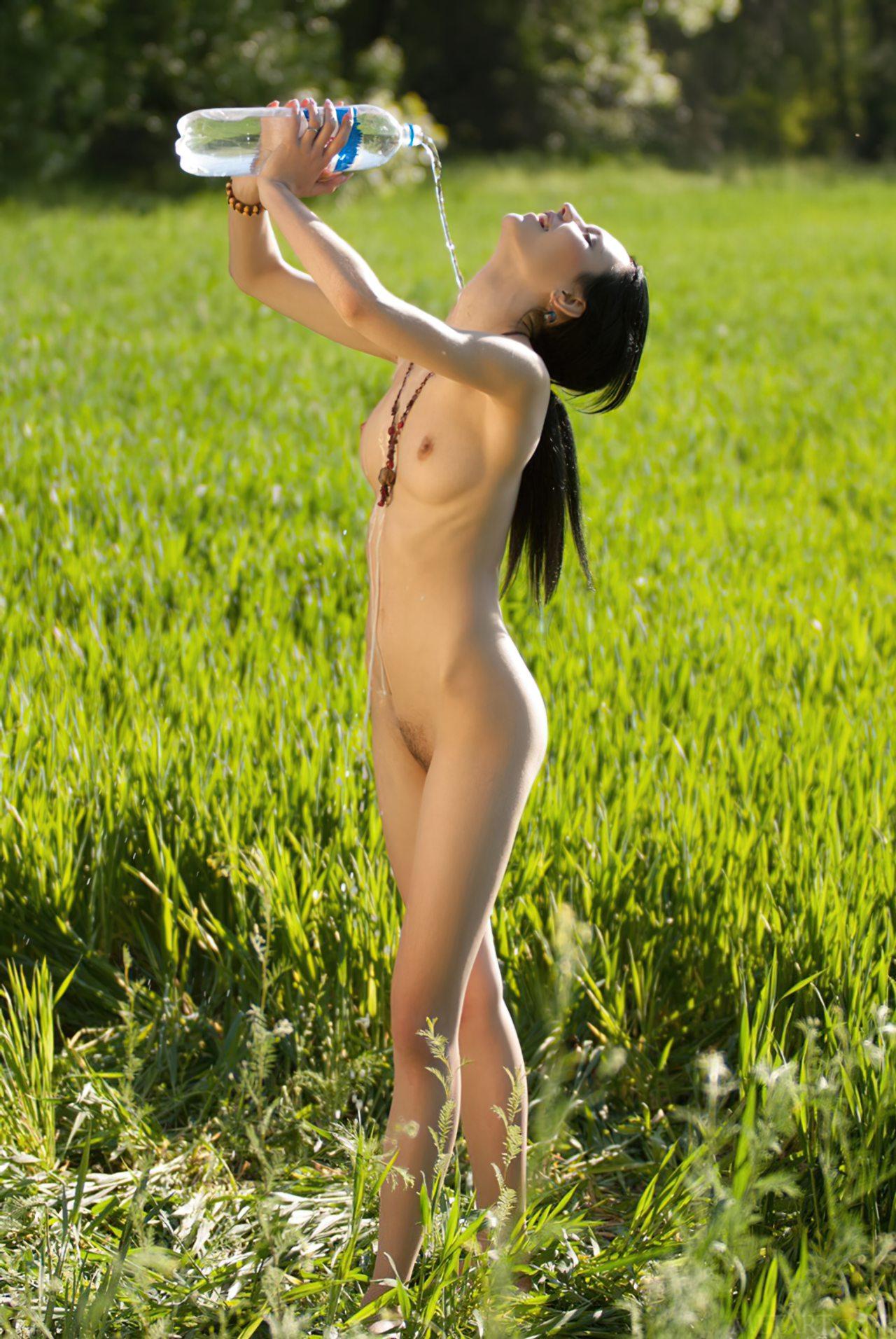 Novinha Nua na Plantação (41)