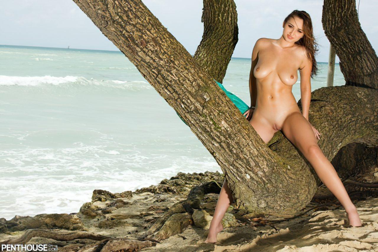 Carita Tevez (24)