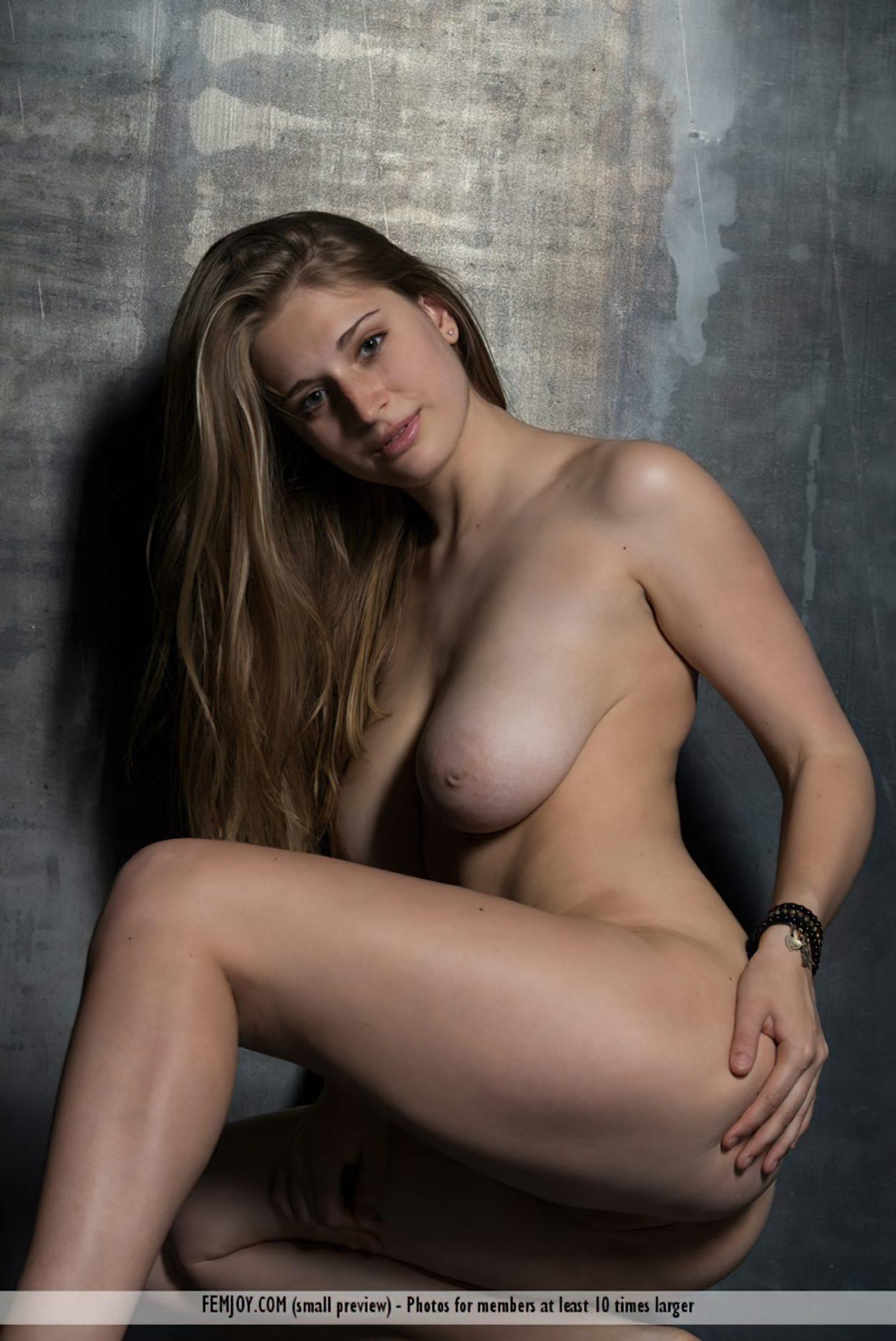 Bella (16)