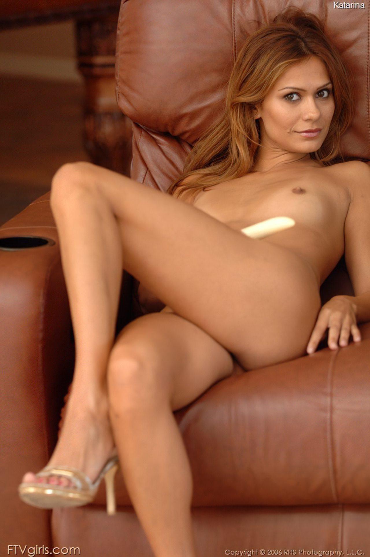 Eva Roberts (24)