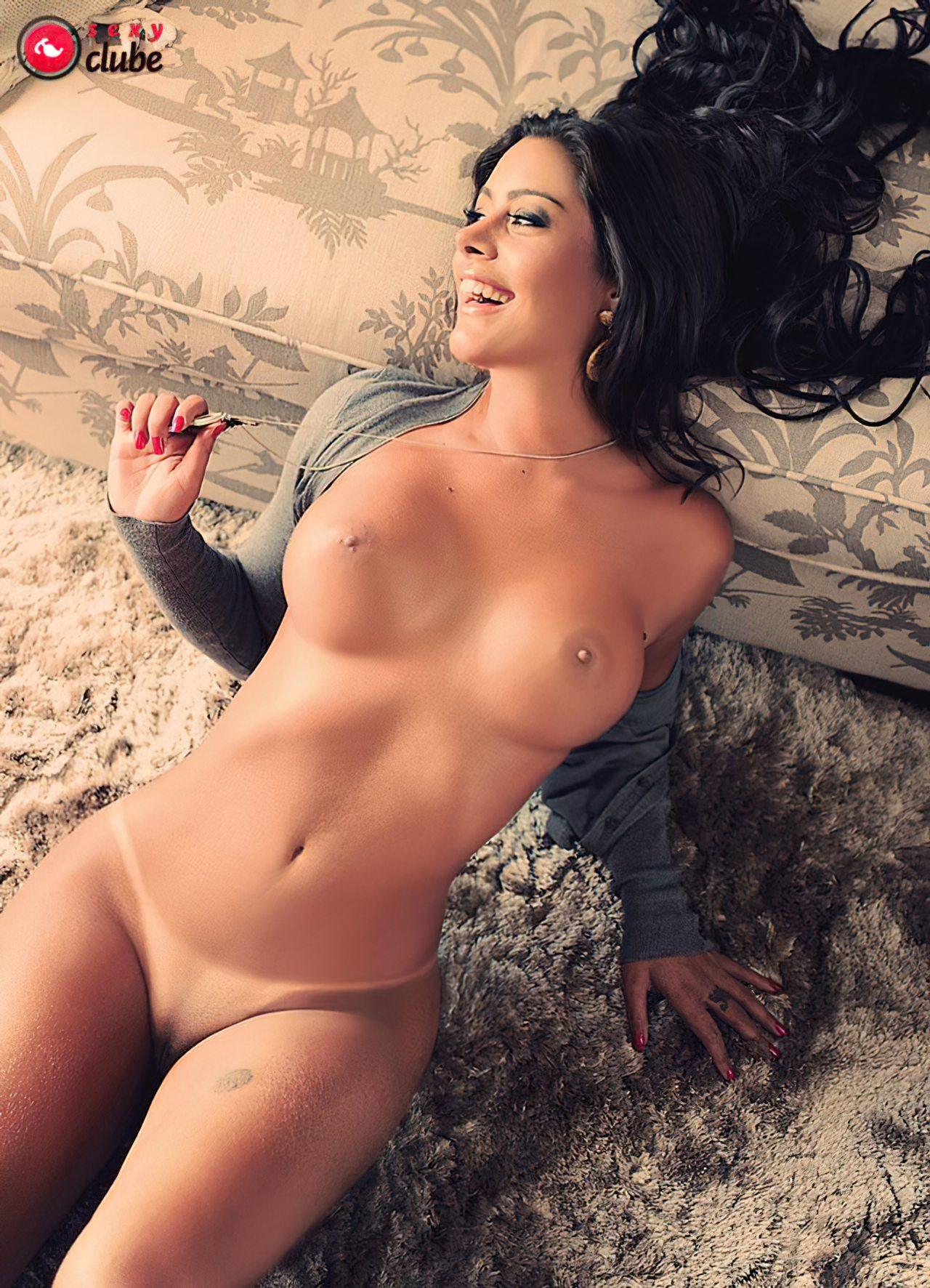 Larissa Riquelme Nua (15)