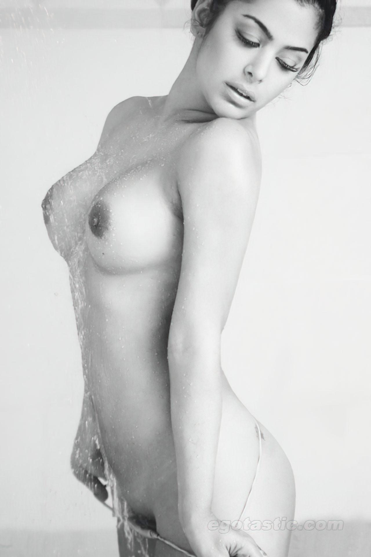 Larissa Riquelme Nua (21)