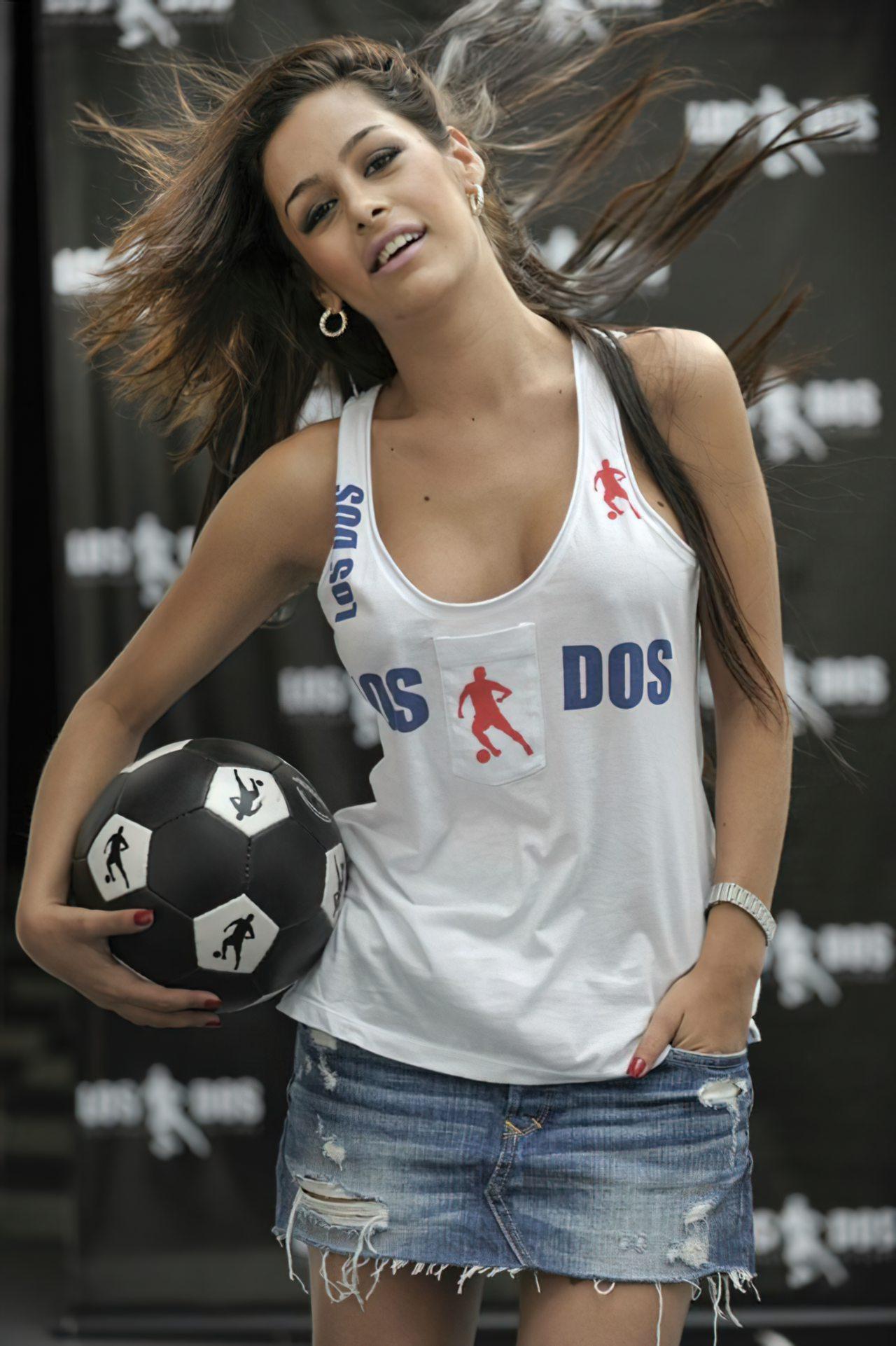 Larissa Riquelme Nua (59)