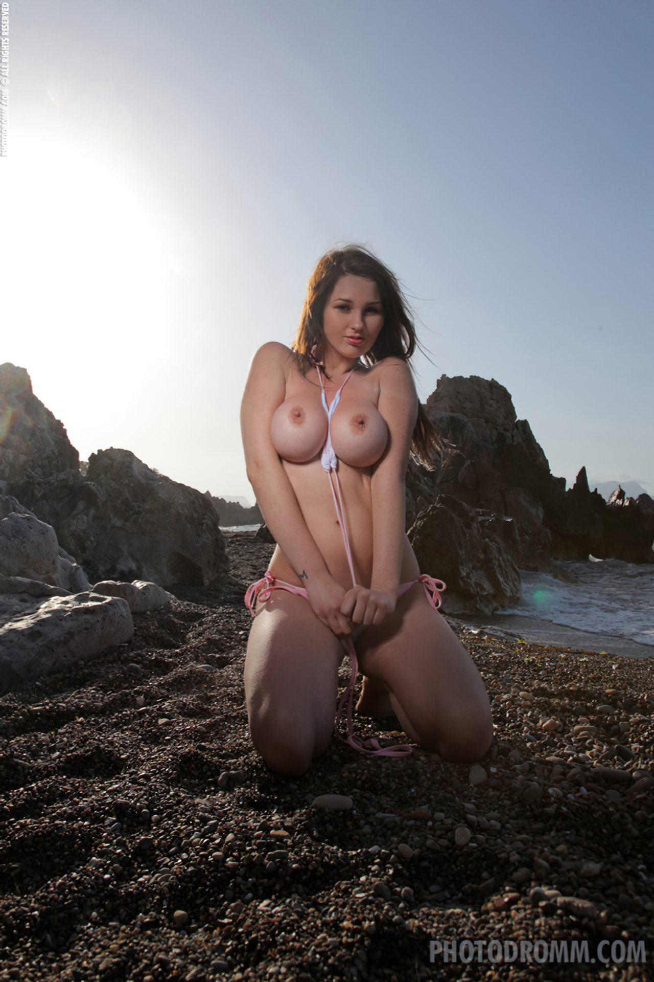 Mulher Nua Praia (1)