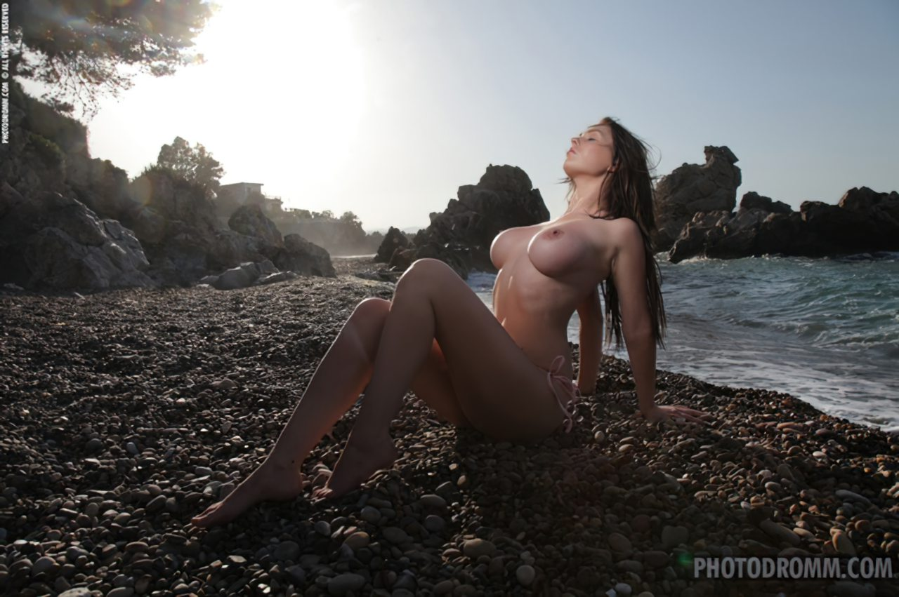 Mulher Nua Praia (3)
