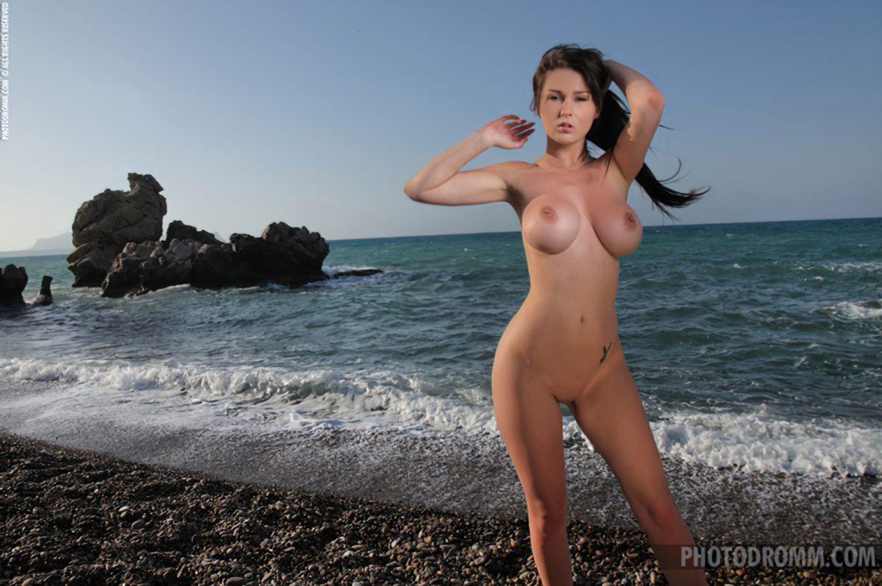 Mulher Nua Praia (7)