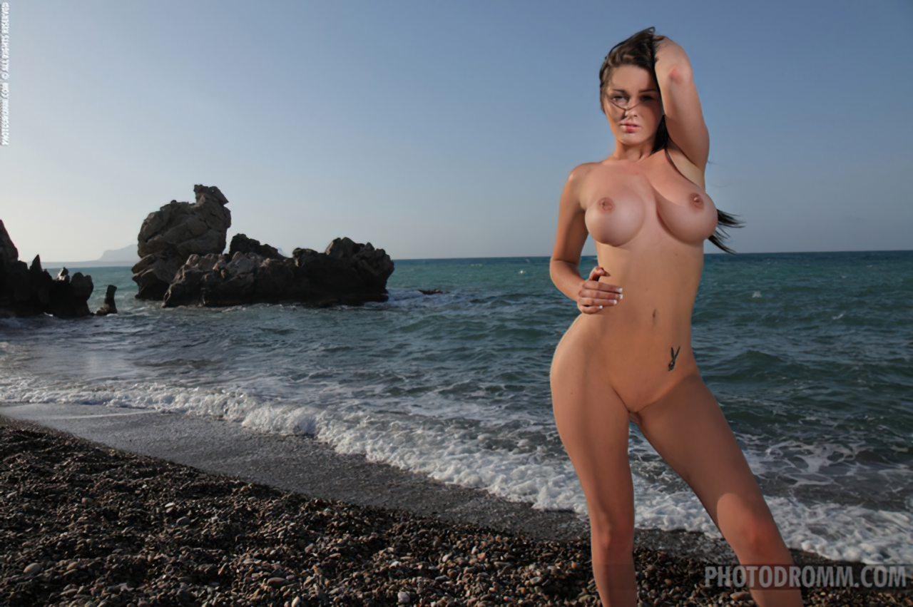 Mulher Nua Praia (8)