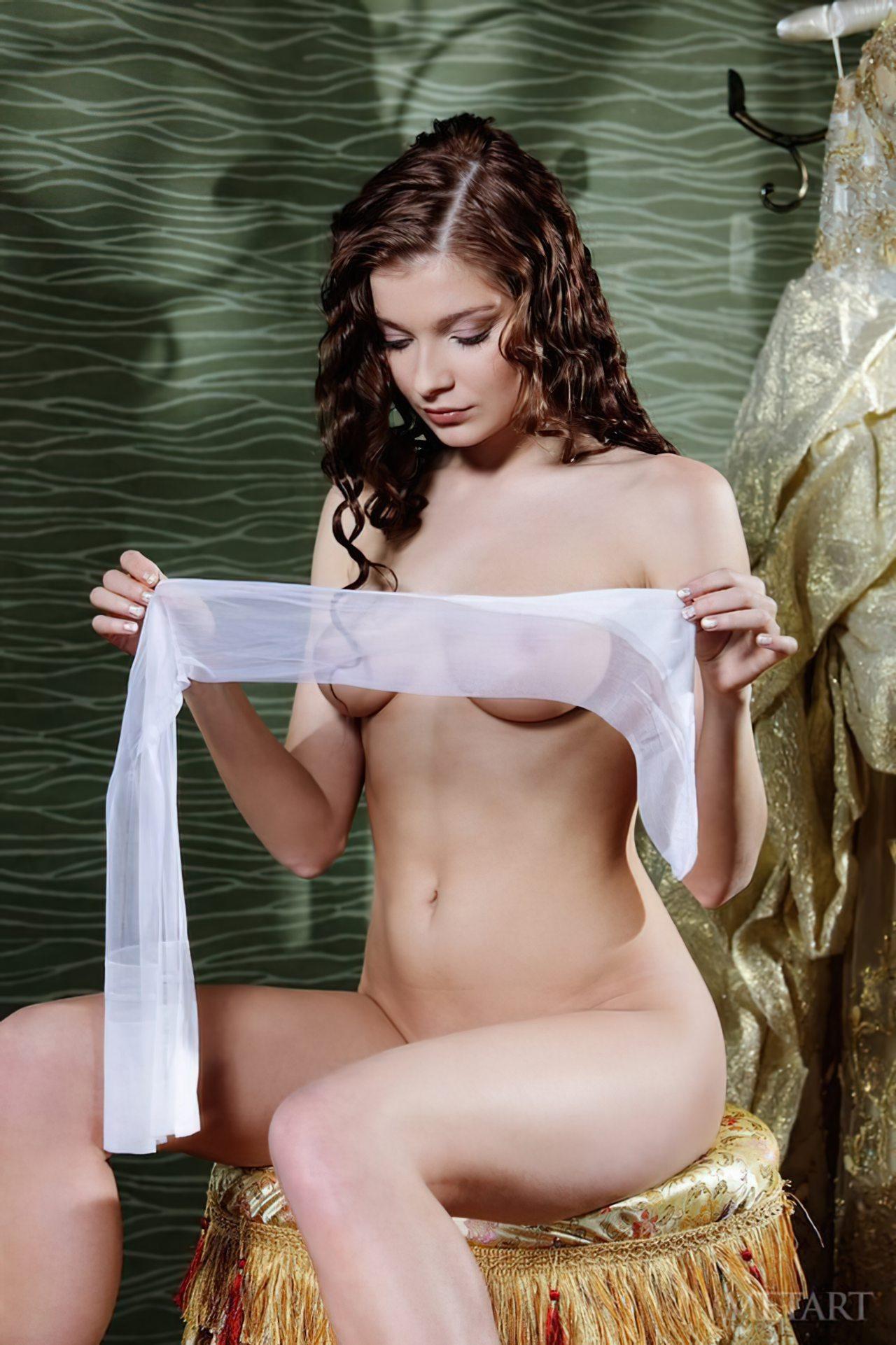 Novinha Vestindo Roupa (3)