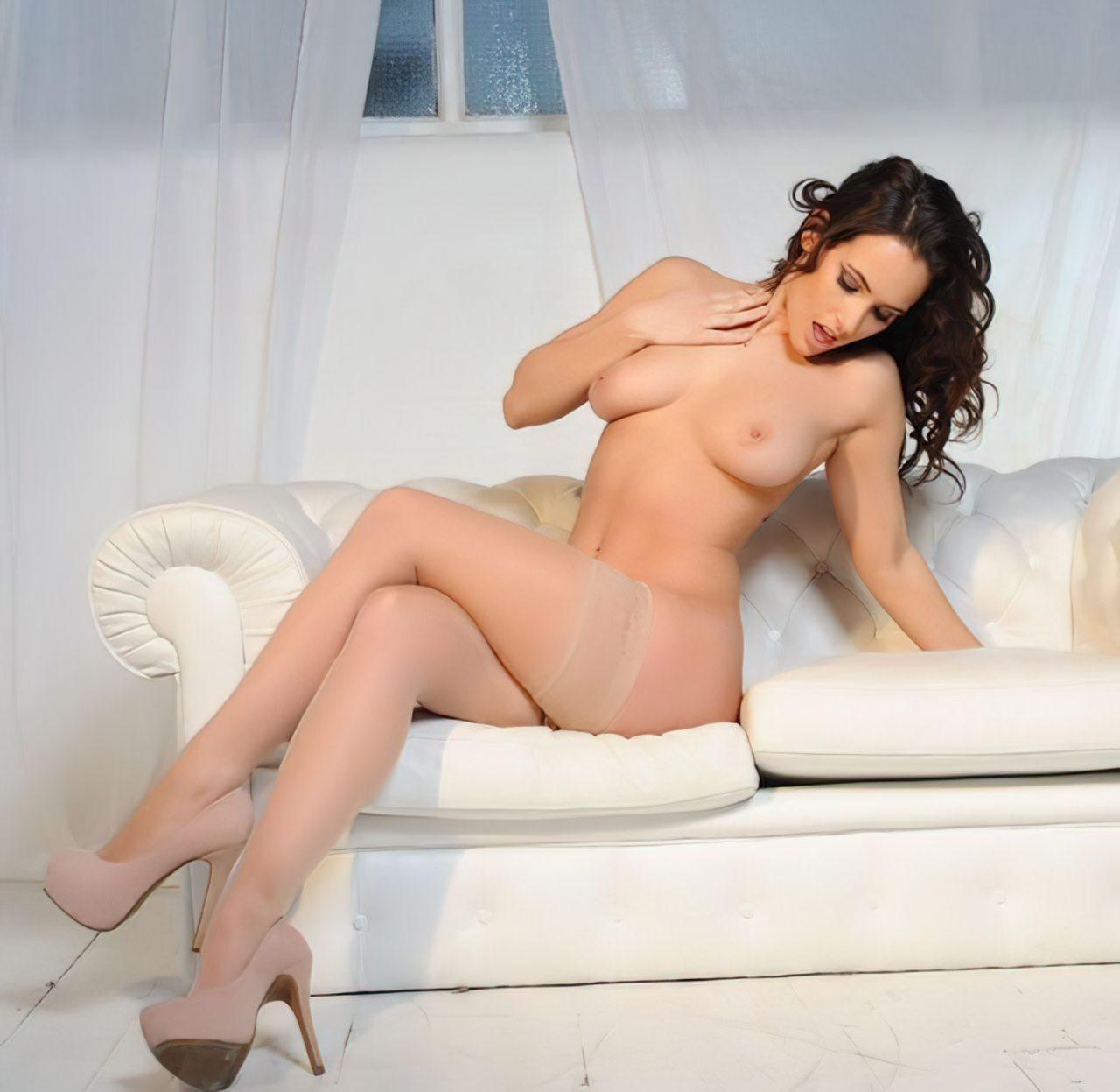 Anastasia Harris (18)