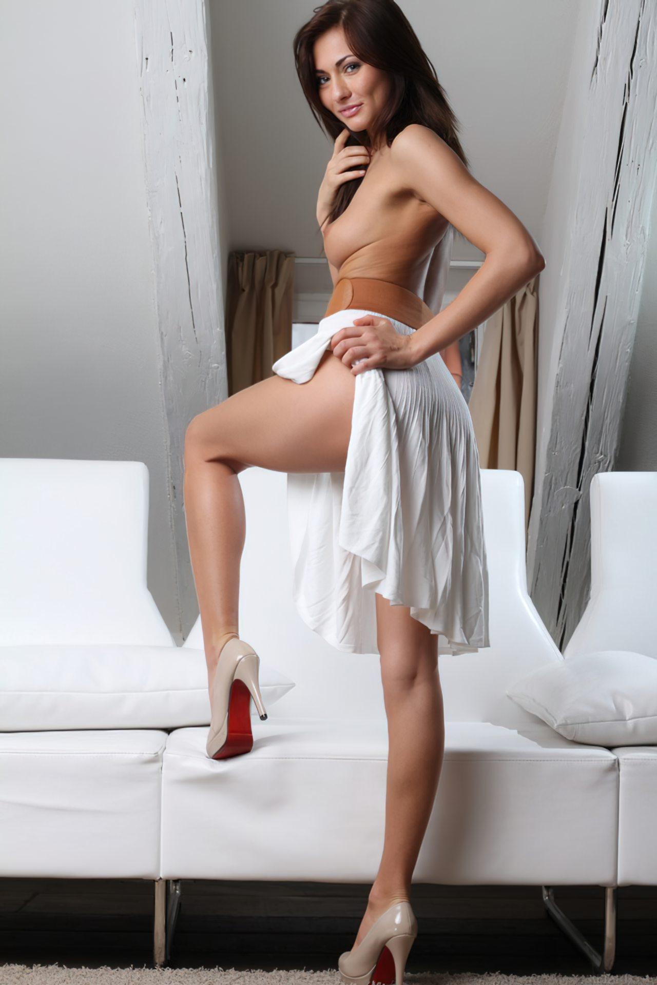 Michaela Isizzu (20)