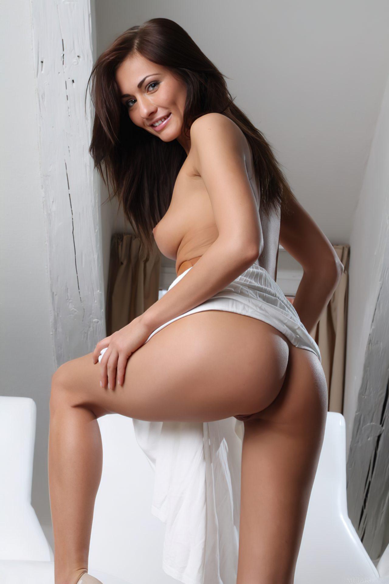 Michaela Isizzu (21)