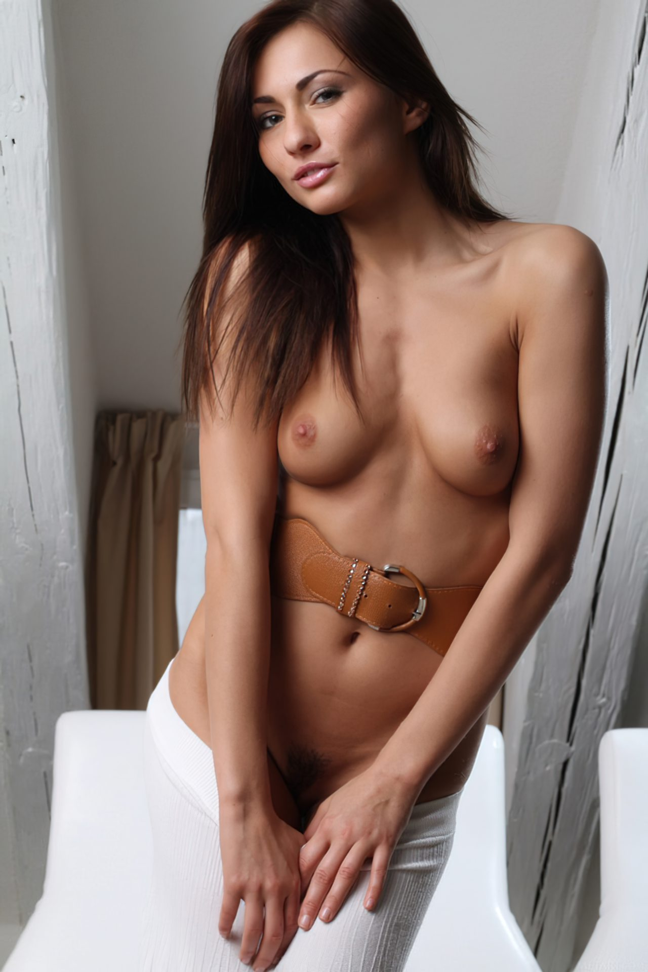 Michaela Isizzu (23)