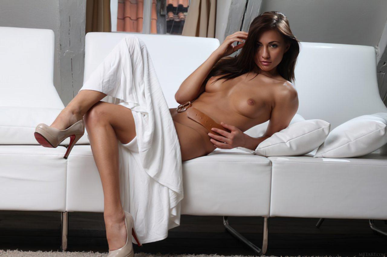 Michaela Isizzu (25)