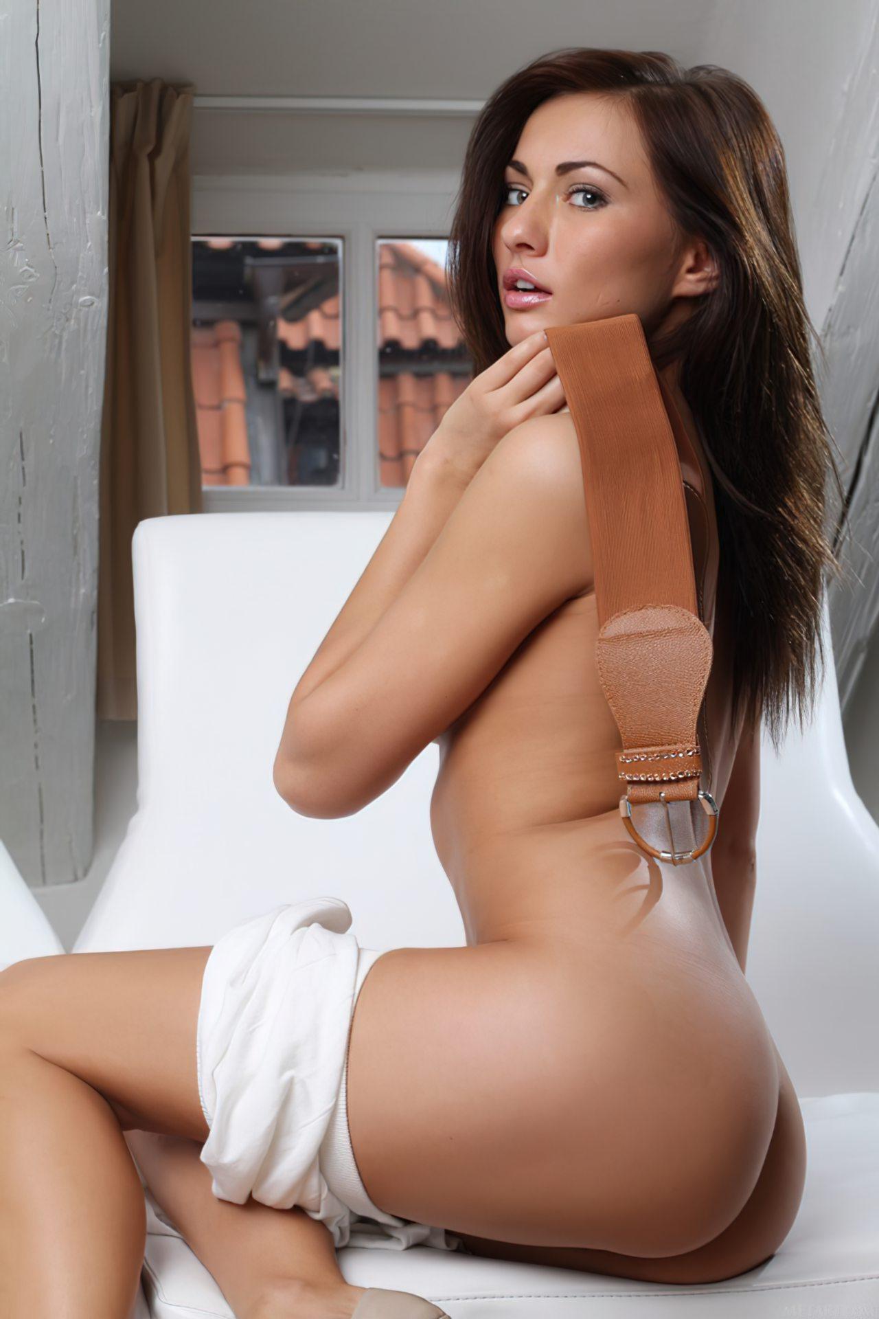 Michaela Isizzu (29)