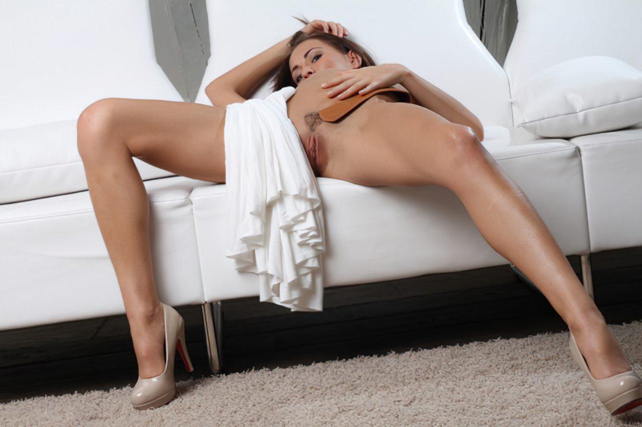 Michaela Isizzu (33)