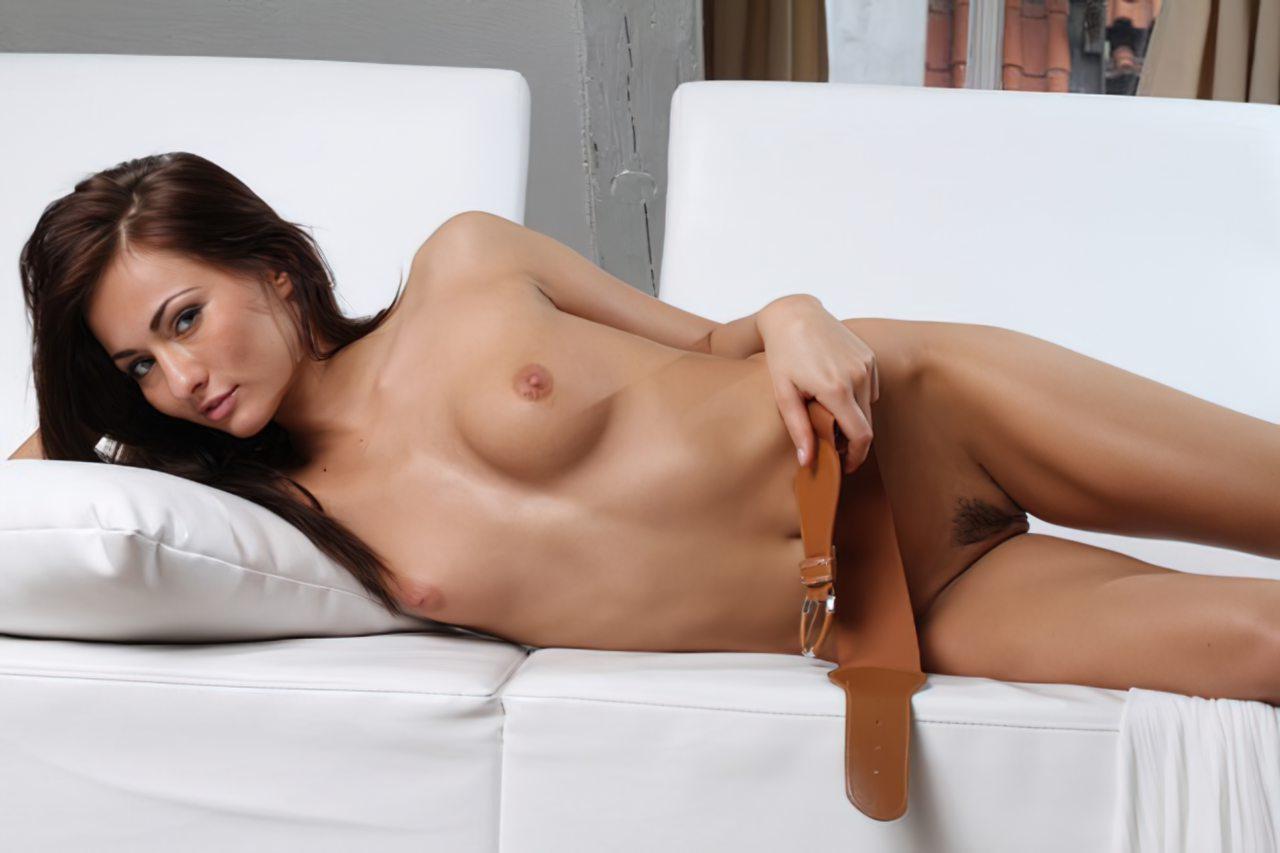Michaela Isizzu (38)