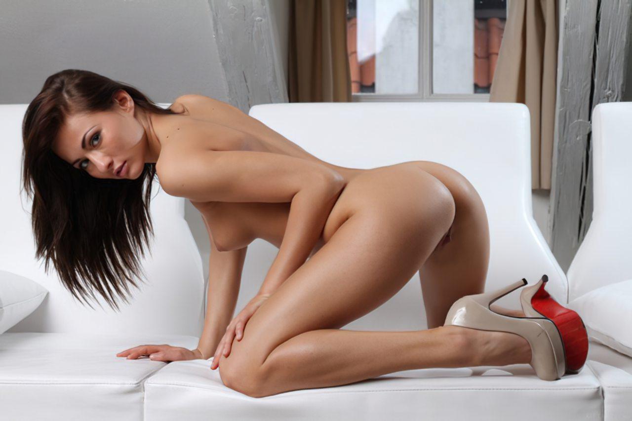 Michaela Isizzu (46)