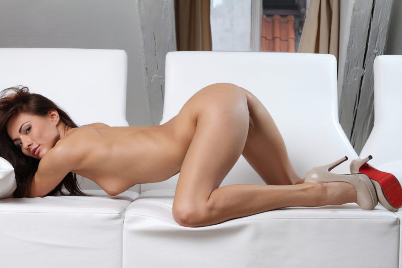 Michaela Isizzu (47)