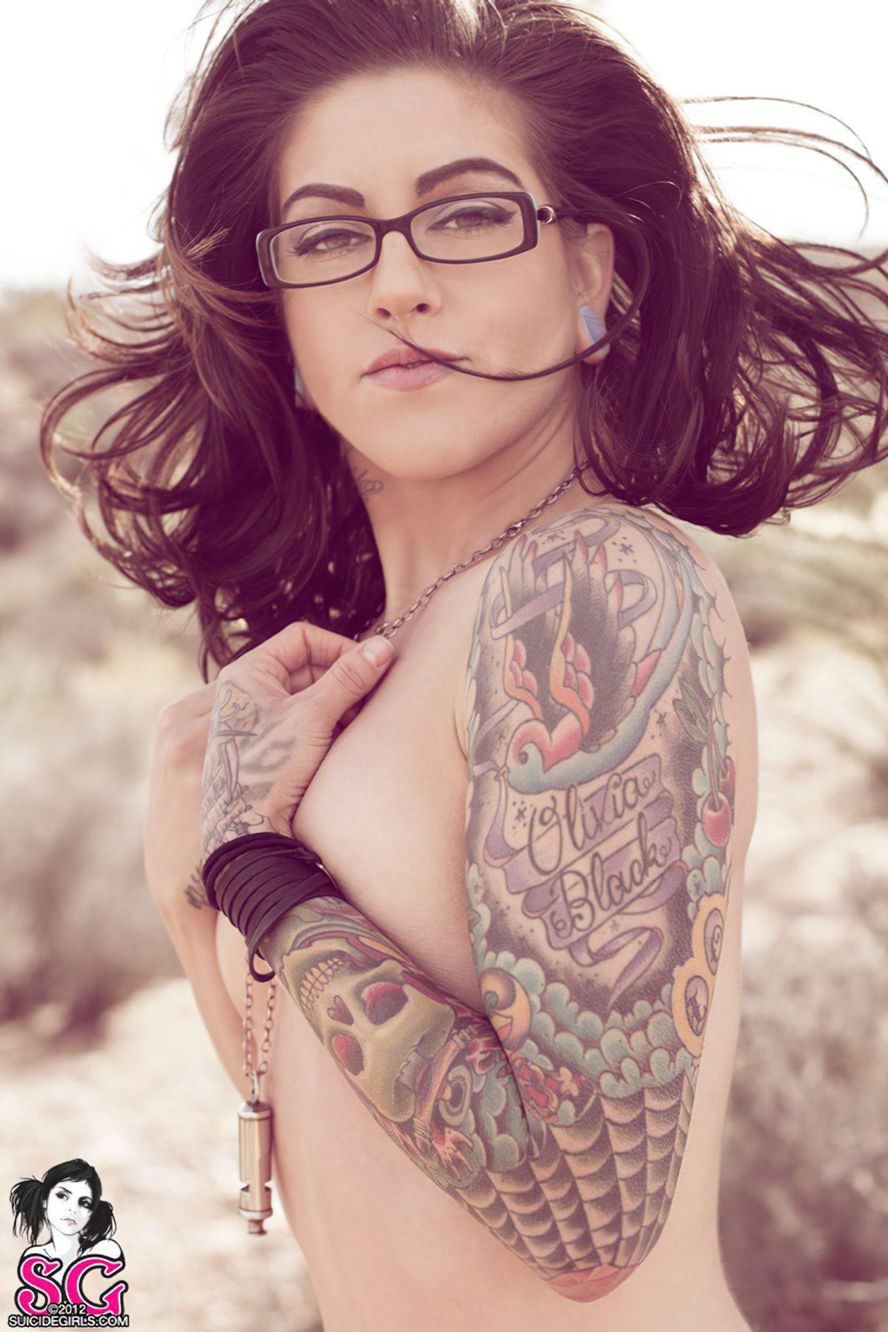 Olivia Black (27)