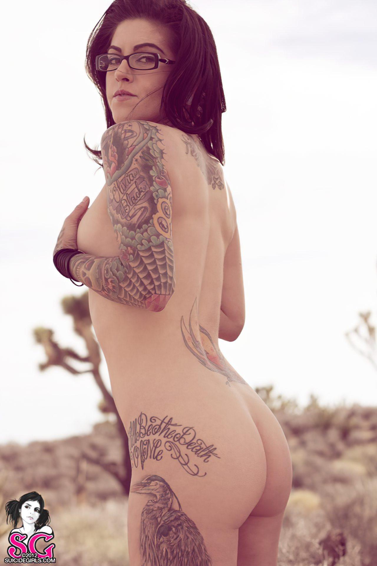 Olivia Black (28)