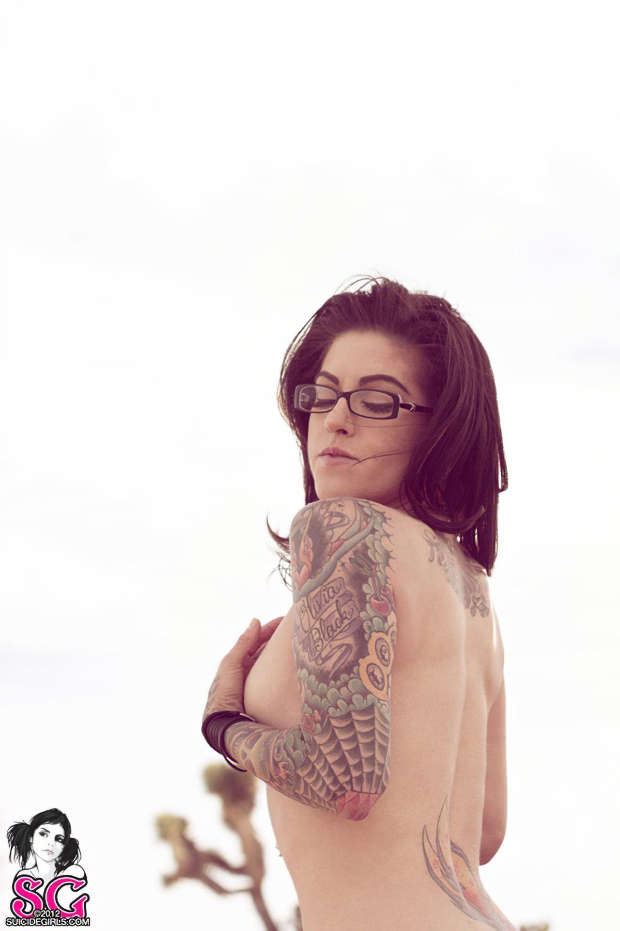 Olivia Black (29)