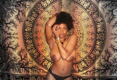 Mulher Africana Pelada (1)