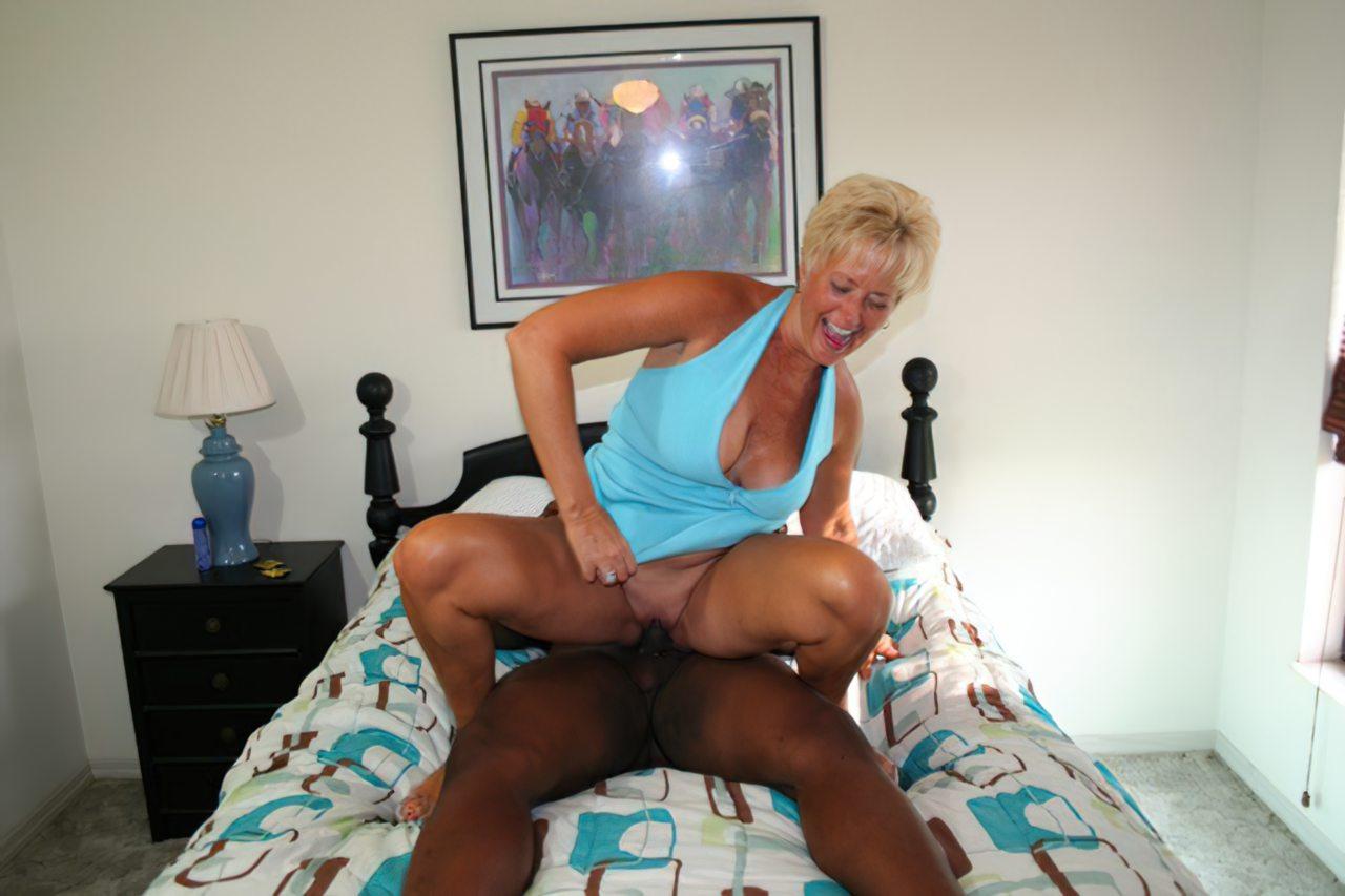 Mulher Fodendo Negro (97)